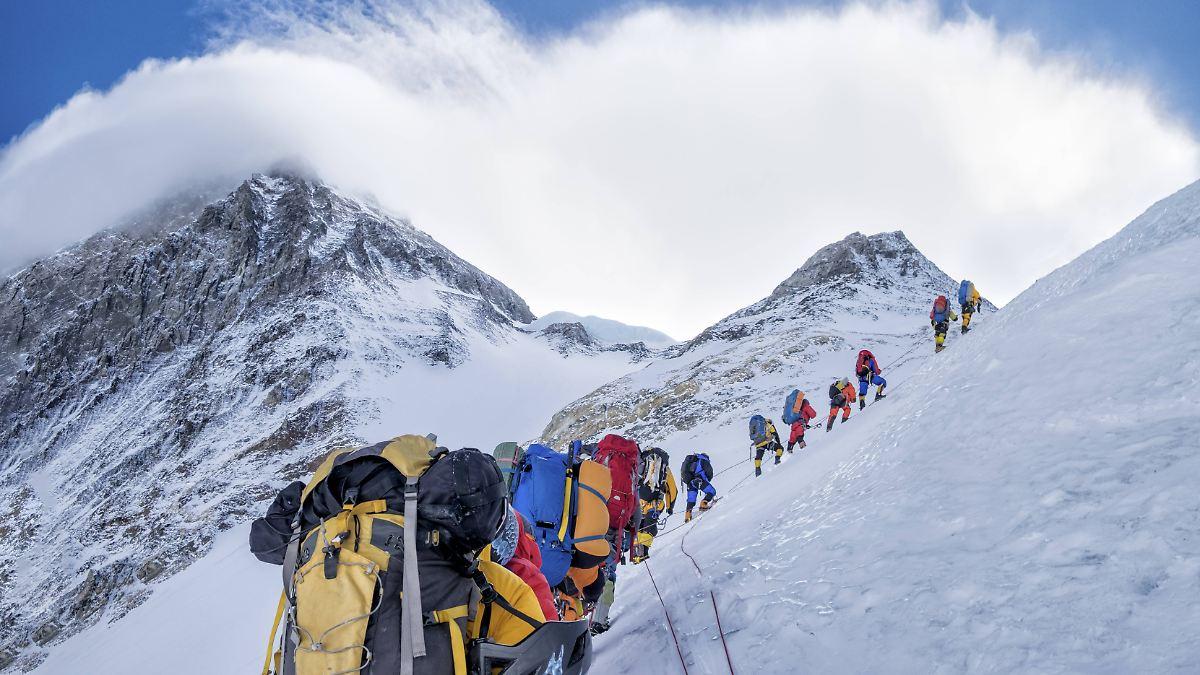 Ende-der-Corona-Ruhe-Mount-Everest-erlebt-neuen-Ansturm