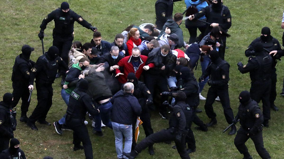 Zehntes Protestwochenende: Belarus droht mit Einsatz von Schusswaffen