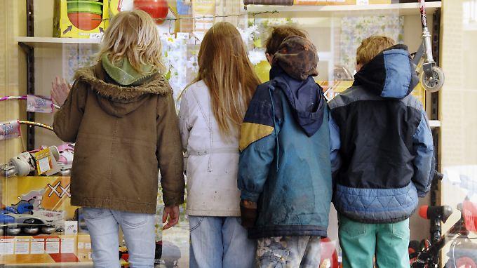 Außen vor: Jedes sechste Kind lebt von und mit Hartz IV.
