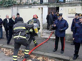 Polizei und Feuerwehr vor der griechischen Botschaft in Rom.