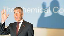 Prognosen und Perspektiven: Was 2011 auf die Dax-Riesen wartet