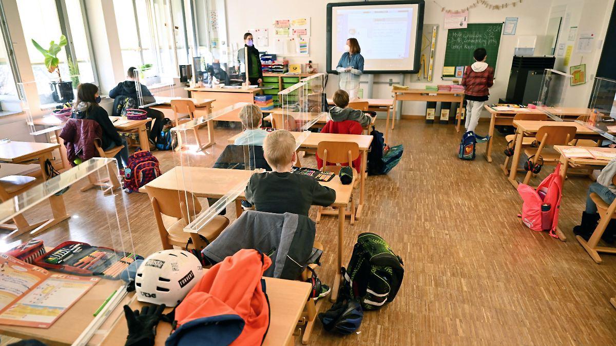 Kinderärzte: Schulen und Kitas sofort öffnen