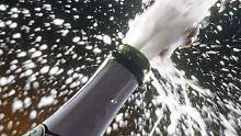 Prost Neujahr. Aber auch der Alkohol sollte mit Rücksicht auf die eigene Gesundheit zurückhaltend genossen werden.