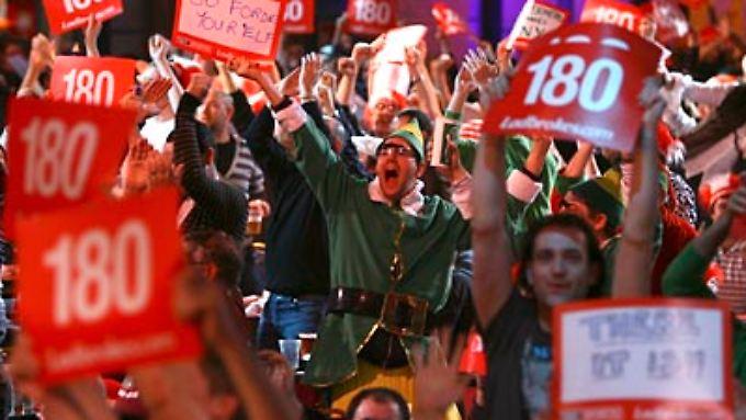 """""""Oooonehundred-and-eightyyyyyyyyyyyy"""": Die Fans im Alexandra Palace rasten aus."""