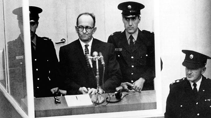 Der NS-Kriegsverbrecher Eichmann am ersten Prozesstag am 11. April 1961 in Jerusalem.