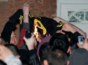 An der altehrwürdigen Anfield Road ging ein Trikot des abgewanderten Publikumslieblings Fernando Torres in Flammen auf.