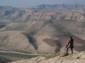 Ein Bundeswehrsoldat bei Kundus im Norden Afghanistans im Einsatz.