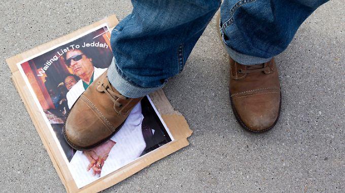 Aktuelle Bilder aus Libyen gibt es kaum. Klar scheint nur: Die Proteste gegen Gaddafi werden heftiger.