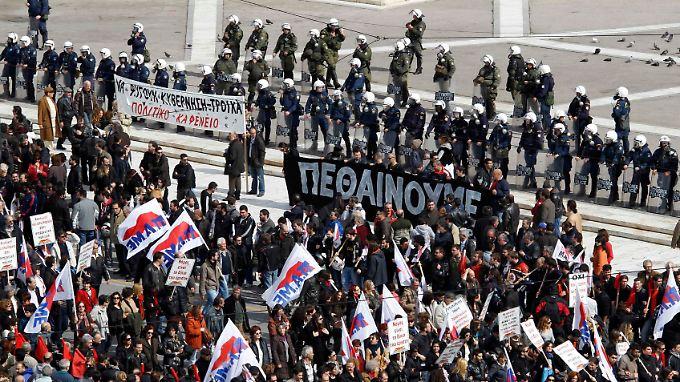 Am Rande der Proteste kam es zu heftigen Auseinandersetzungen zwischen Autonomen und Demonstranten.