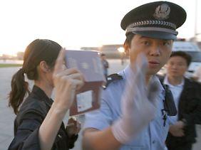 Chinas Polizei hschränkt die Bewegungsfreiheit von ausländischen Korrespondenten radikal ein.