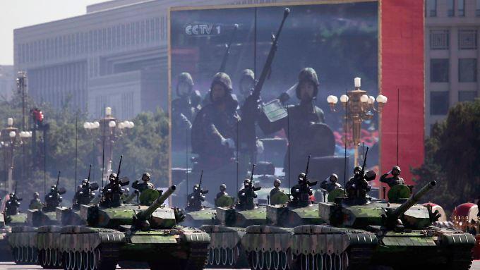 Panzerparade in Peking: China will auch militärisch zur Weltmacht aufsteigen.