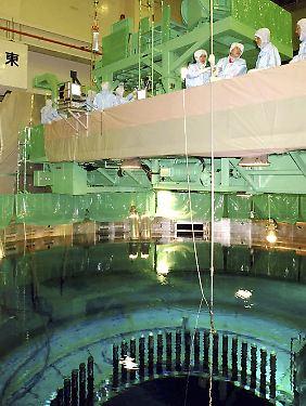 Blick ins Innere des Kühlbeckens am Reaktor 4 des AKW Fukushima (Archivaufnahme von 2004).