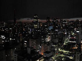 In Tokio wird Strom gespart.