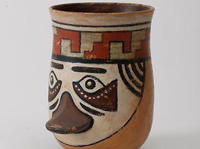 Schnabelbecher der Nazca-Kultur.