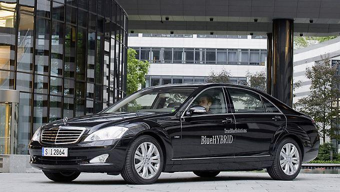 In der aufgefrischten S-Klasse wird der Hybrid-Antrieb von Mercedes seine Premiere feiern.