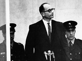 Eichmann stand ab 11. April 1961 in Jerusalem wegen Verbrechen gegen die Menschlichkeit vor Gericht.
