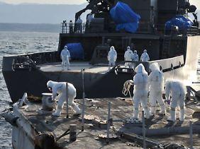 Im AKW Fukushima müssen die defekten Reaktoren  noch immer von außen gekühlt werden.