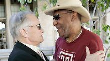 Missbrauch in der Playboy-Villa?: Junge Frau verklagt Cosby und Hefner