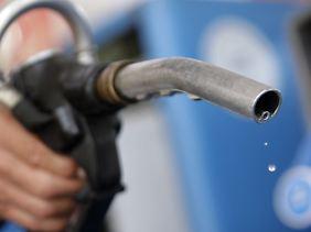 Mit der Neuregelung wäre der Kostenvorteil beim Betanken von Dieselfahrzeugen aufgehoben.