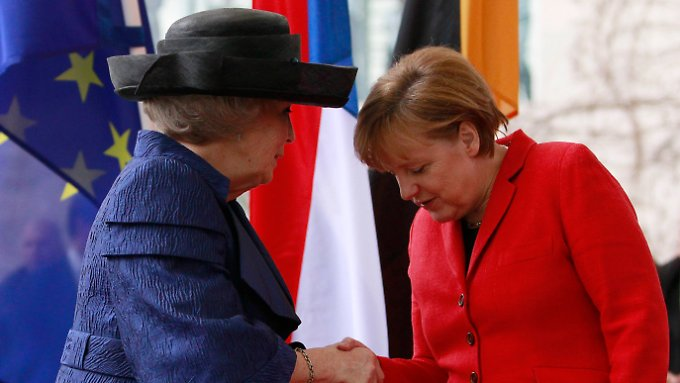 Sprachen beim Mittagessen miteinander: Beatrix und Merkel.