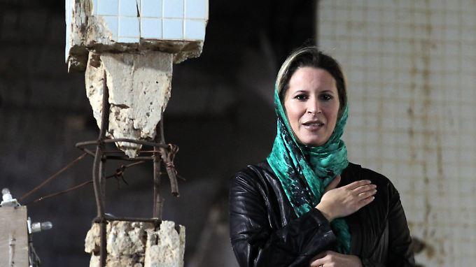 Gaddafis Tochter Aisha in Bab al-Aziziyah.