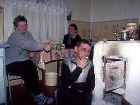 """Zu Gast bei Einheimischen: """"Eine einmal angebrochene Flasche muss natürlich nach russischer Tradition komplett geleert werden."""""""