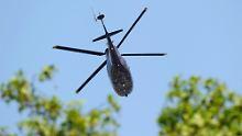Am Morgen danach entschwindet das Brautpaar mit dem Helikopter.