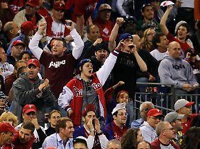 """Phillies-Fans skandieren """"USA, USA"""" im Spiel gegen die Mets."""