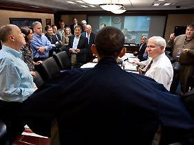 Gespenstische Situation: Obama und sein Stab beobachten die Operation live.