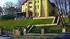 Es entstand durch die Vereinigung der Kunstschule in Weimar mit der 1907 von Henry van de Velde gegründeten Kunstgewerbeschule Weimar. (Jugendstilvilla Esche in Chemnitz - van de Veldes erstes Bauwerk in Deutschland, entstanden 1902)