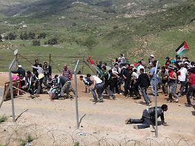Am 15. Mai stürmten Tausende die Grenzen.