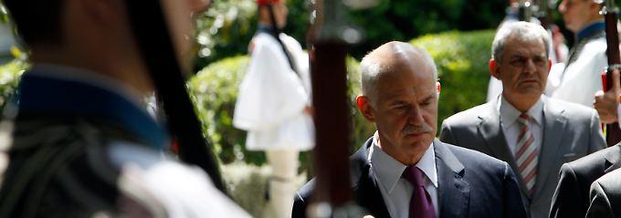 Düstere Mienen in Athen: Giorgos Papandreou nach seinem Treffen mit Präsident Karolos Papoulias.
