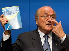 """""""My Game is Fair Play"""": Fifa-Präsident Joseph Blatter stellt sich in Zürich der Presse, sagt aber nichts."""