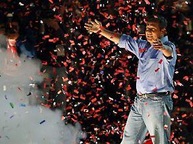 Ollanta Humala feiert vor Anhängern seinen Wahlsieg.