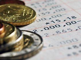 Banken knüpfen die Eröffnung eines attraktiv verzinsten Tagesgeldkontos oft an Bedingungen.