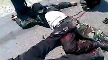 Amateuraufnahmen getöteter Sicherheitskräfte: Wer für die 120 Toten verantwortlich ist, lässt sich bislang nicht beurteilen.