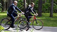 Harmonie fürs Volk: Putin und Medwedew fahren Rad