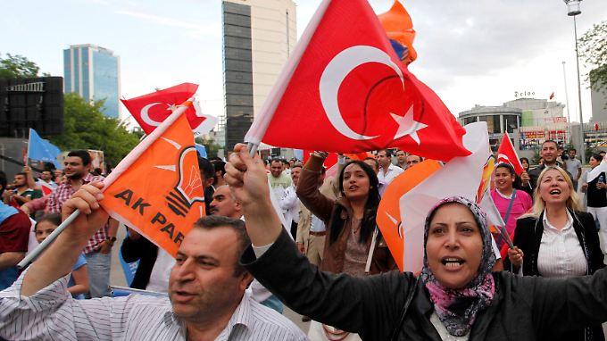 In Ankara feiern AKP-Anhänger den Wahlsieg.