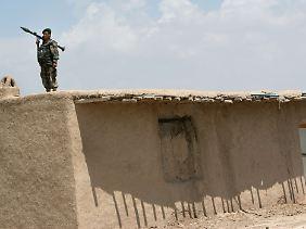 Afghanischer Soldat: Bald soll die einheimische Armee alleine verantwortlich sein.
