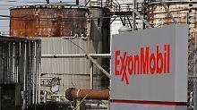 """Der Tanker """"Exxon Valdez"""" rammt im März 1989 ein Riff vor der Südküste Alaskas: Der Beginn eines Großschadens für Natur, Anwohner und Konzern."""