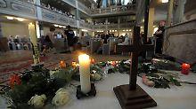 Mehr als 700 Menschen versammelten sich zur Andacht für Mary-Jane.