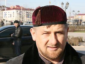 Ramsan Kadyrow nannte Poltikowskaja eine Feindin, die dafür bezahlen werde.