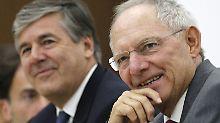 """Nach Kritik an Boni-Entscheidung: Ackermann zweifelt an Schäubles """"Anstand"""""""
