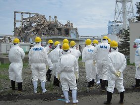 Inspekteure der Internationalen Atomenergie-Organisation in Fukushima.