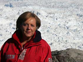"""Merkel im Grönland-Eis: Die Aufnahmen von 2007 wurden zum Symbol für die """"Klimakanzlerin"""". Danach wurde es merklich ruhiger um sie; nichts geschah."""