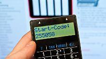 Einige Banken stellen den TAN-Generator kostenlos zur Verfügung. Bei anderen kostet er etwa 10 bis 15 Euro.