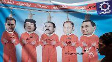 Ein sehr deutliches Plakat auf dem Tahrir-Platz in Kairo: die ehemaligen und amtierenden Despoten Mubarak, sein Sohn Gamal, Saleh, Gaddafi und Assad (r-l) hängen am Galgen.