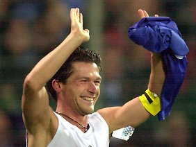 Hallesches Fußball-Idol Darius Wosz: Er wechselte nach der Wende zum VfL Bochum und spielte für die deutsche Nationalmannschaft.