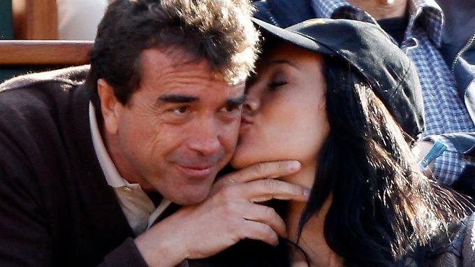 Turtelnder Witschaftsboss auf  Youtube: Arnaud Lagardère empört Franzosen