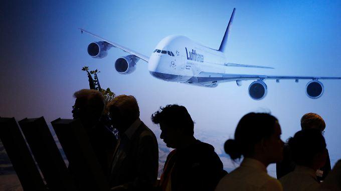Lufthansa-Aktionäre auf einer Hauptversammlung.